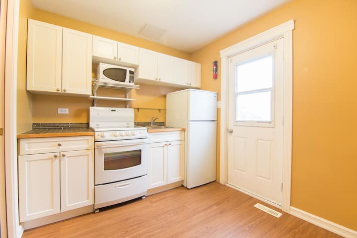 Small cozy suite in Yellowknife home. - Yellowknife - Daire