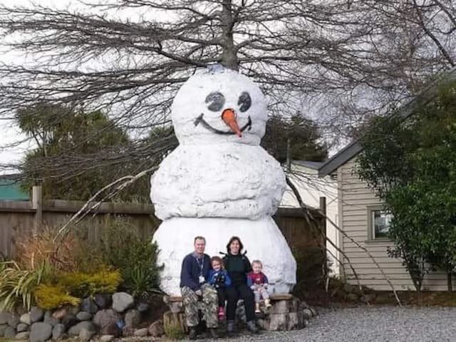 Frosty the Snowman welcomes you!
