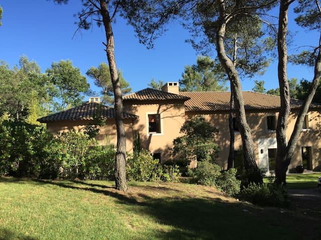Architect designed Bastide in Authentic Provence - Rognes - 一軒家