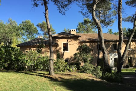 Architect designed Bastide in Authentic Provence - Rognes - Huis
