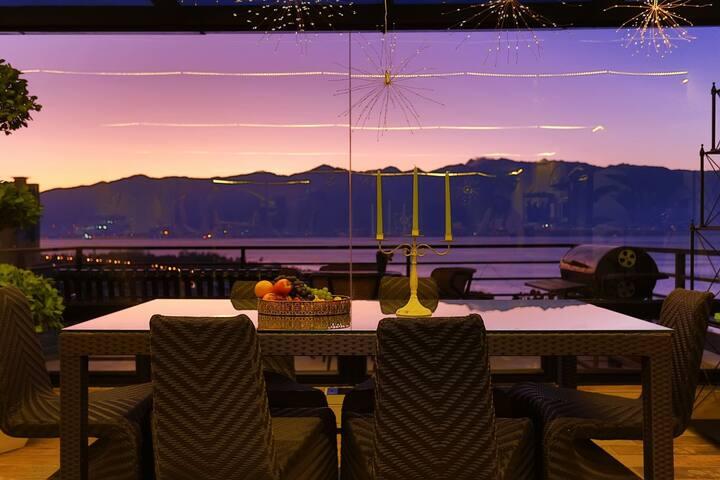 半山海景别墅,9~15人独享空间,海景房,海景客厅&餐厅/200平公共空间/每时每刻感受洱海苍山美景