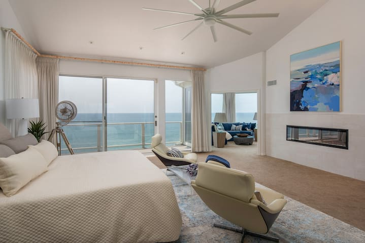 Master Bedroom - King Bed, Ocean view, Fireplace, Italian loungers