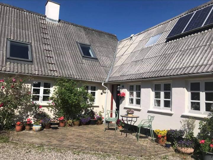 Naturskøn bolig tæt på kulturelle begivenheder