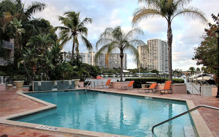 *Bright, Relaxing-Bedroom/5 min walk to the Beach* - 哈倫代爾海灘(Hallandale Beach) - 公寓