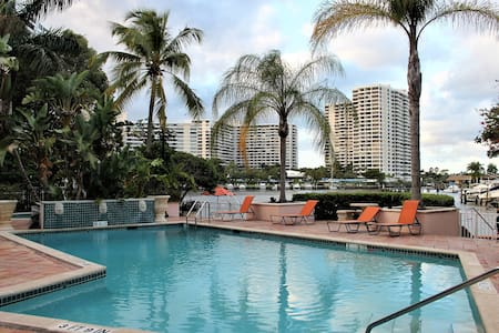 *Bright, Relaxing-Bedroom/5 min walk to the Beach* - Hallandale Beach - Leilighet