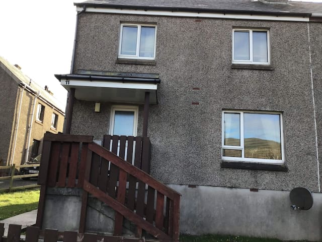 Number 11  11 St Brendan's Road, Castlebay, Barra