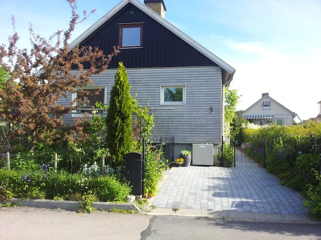 B&B close to city, sea and nature 1 - Gothenburg - Bed & Breakfast