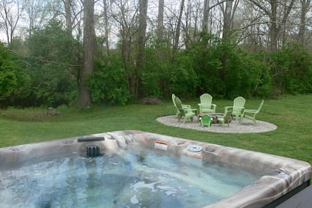 Red Fox Hollow: Hocking Hills, Hot Tub, Fire Pit