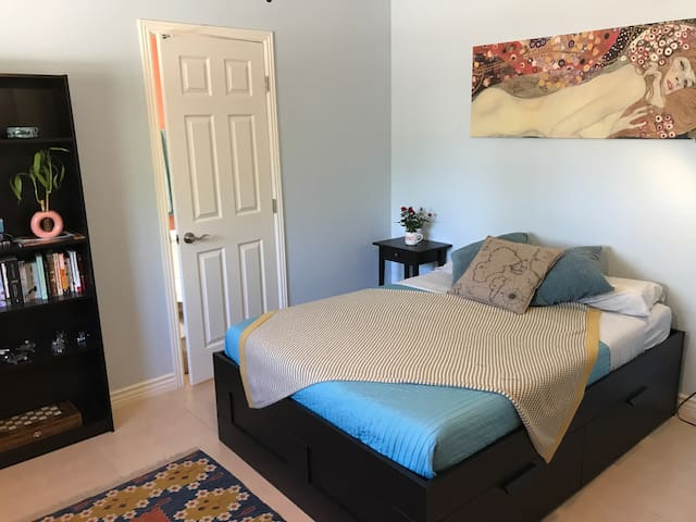Spacious Private Room, Close to ASU - Tempe - House