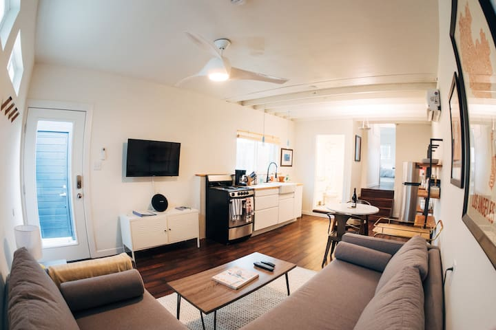 Creative, Private 1-Bedroom House in Mid-City