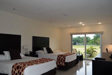 Elegant Suite Two Double Beds At Aeropuerto Viru Viru