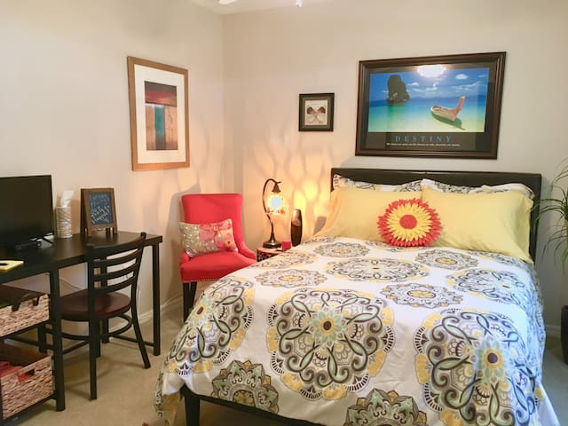 'Resort Feel' Serene, Clean, Home Away From Home - Cape Coral - House