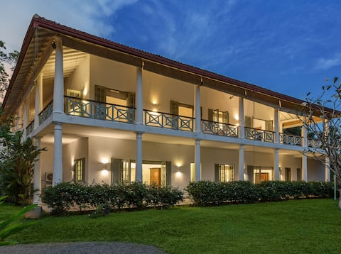 Cassia Hill - Luxe Colonial Villa, Glorious Views