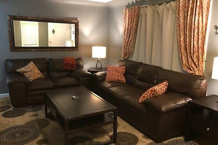 Sunny, welcoming 2-bedroom duplex with yard - Englewood