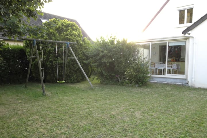 3 Chbres PRIVÉES, dans maison avec jardin. Calme.