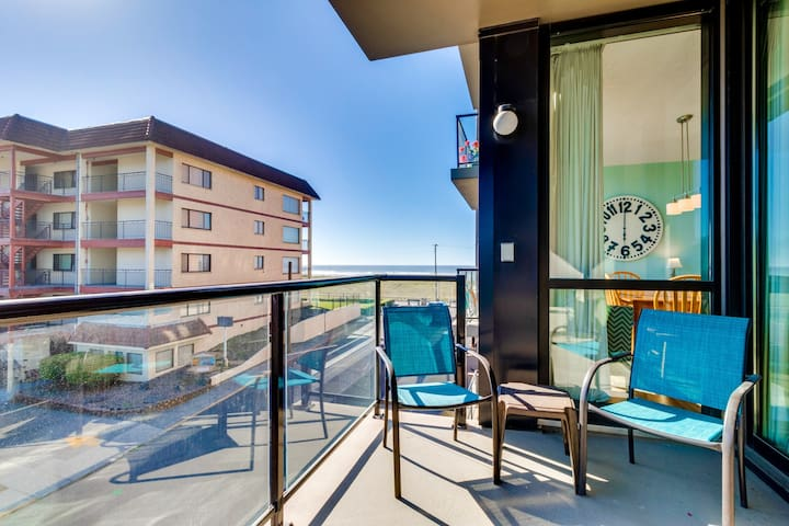 Family-friendly condo w/ ocean views & shared pool, sauna access! Dogs welcome!