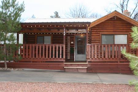Charming Log Cabin Near Zion - Hurricane - House
