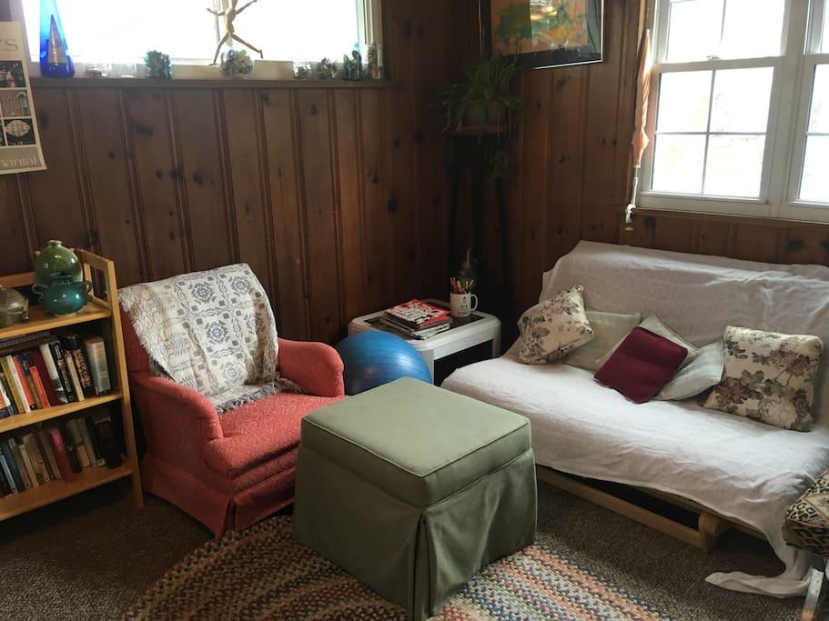 Bonus Room with Futon