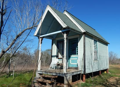 Vicki Won - Tiny Texas Houses - Our 1st Victorian! - Luling - House