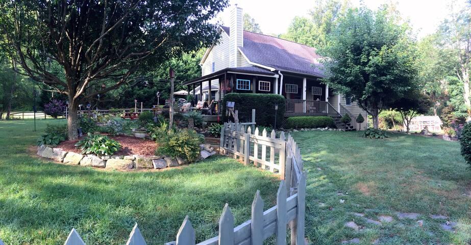 Home Sweet Caroline - Laurel Park