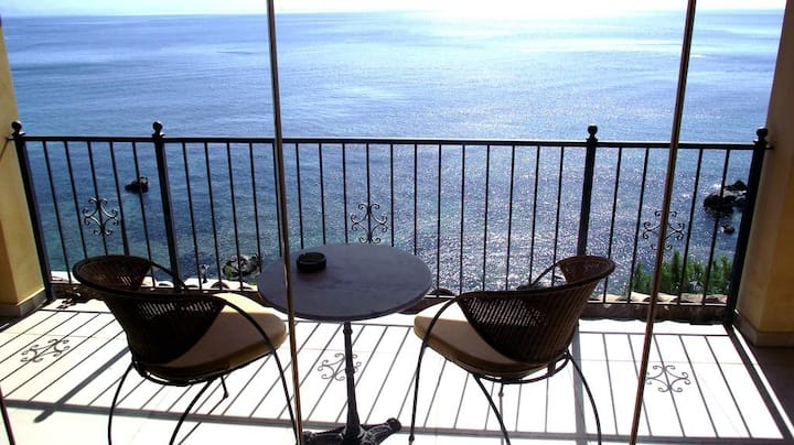 2-Bedroom Apartment with Seaview Rooftop