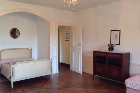 Magnifica suite rosa al castello - Frasne-le-Château