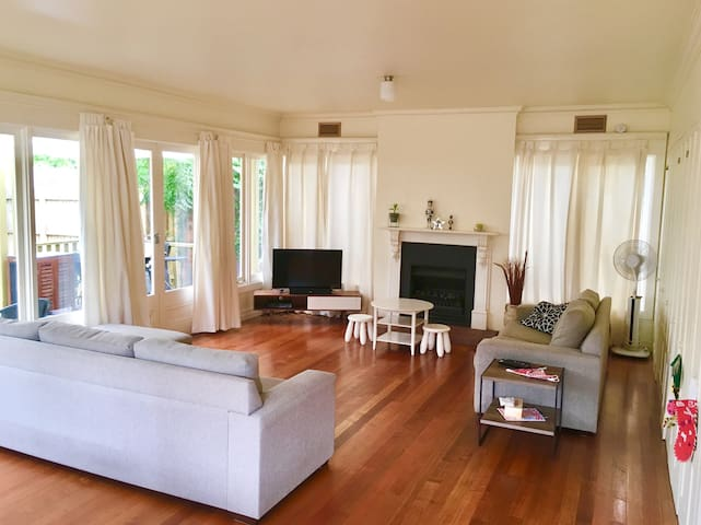 Large open plan lounge/dining area comfortably seats a large family and extends on to the back veranda with large open doors