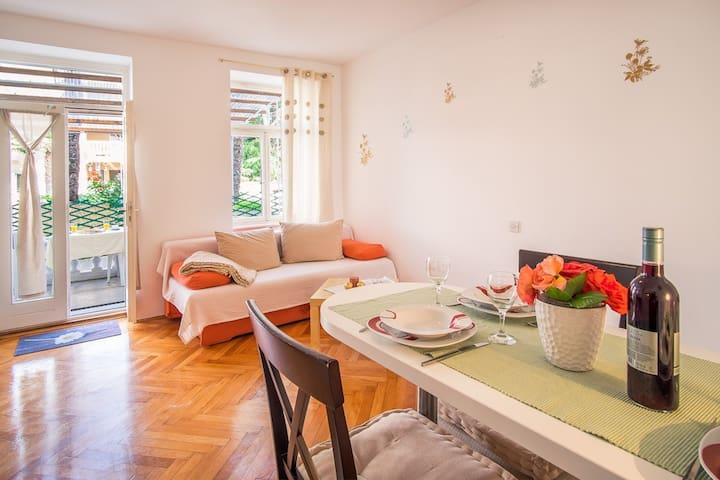 Romantic apartment near the beach