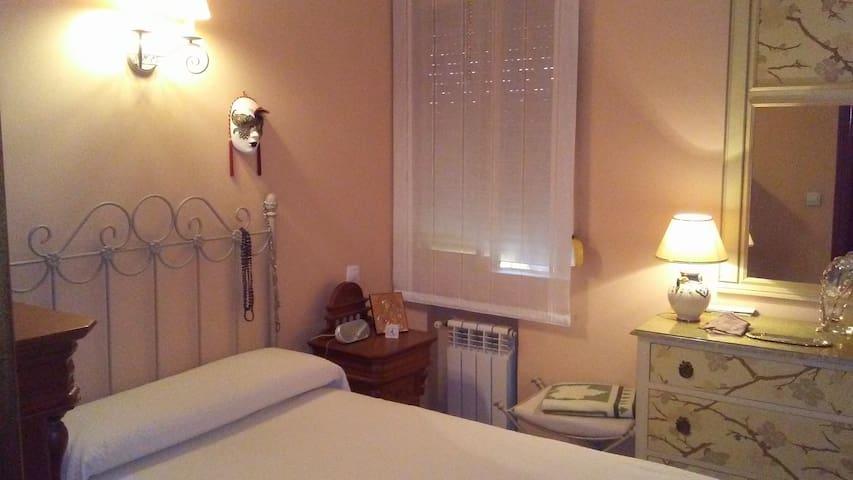 Habitación de lo mas acojedora y cómoda en Madrid