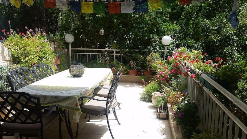 Private Room/Breakfast. Upscale Jerusalem Home