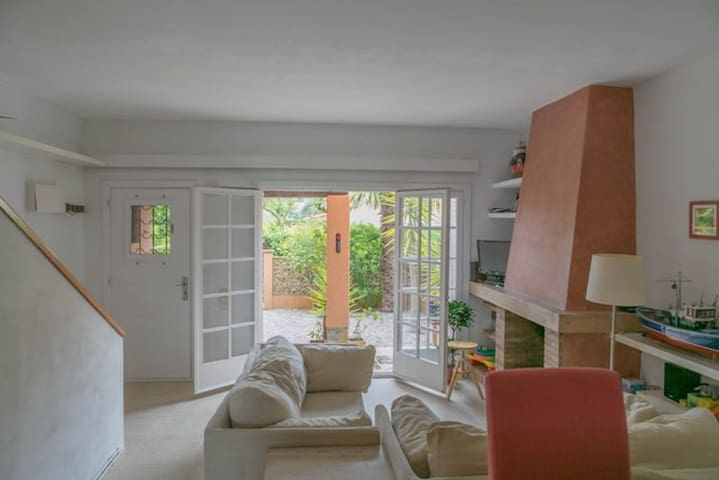 Cozy house with shared pool 12mins from the beach - Palafrugell - House