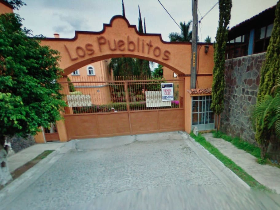 ENTRY TO THE GATED COMMUNITY OF LOS PUEBLITOS, CUERNAVACA MORELOS,MEXICO, WHERE THE HOUSE IS LOCATED. PRIVATE SECURITY GUARDS 24/7.