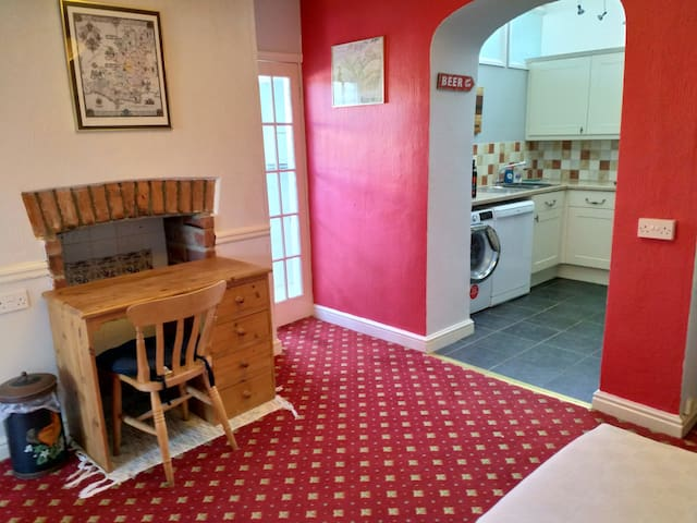 Spacious flat,easy access to Lyme Regis