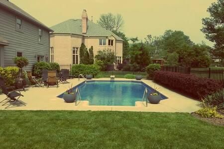 Private Pool! Just 15 Minutes from Downtown! - อินเดียนาโพลิส