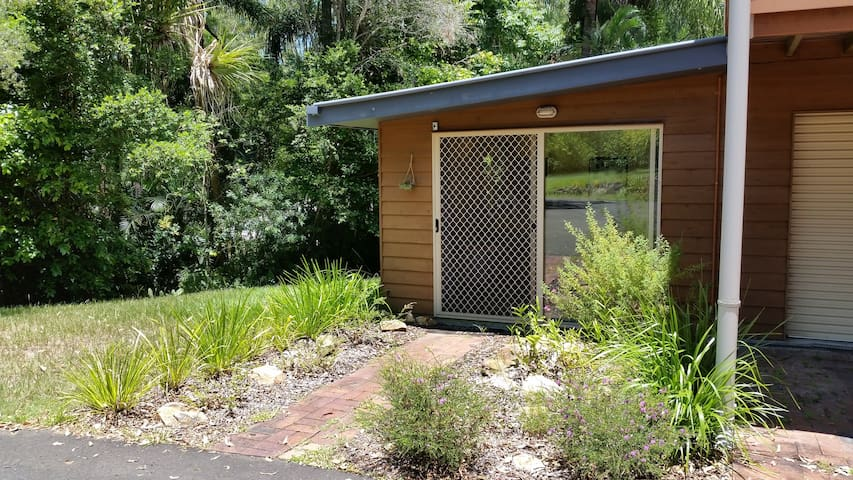 Country Retreat Apartment, Conveniently Located