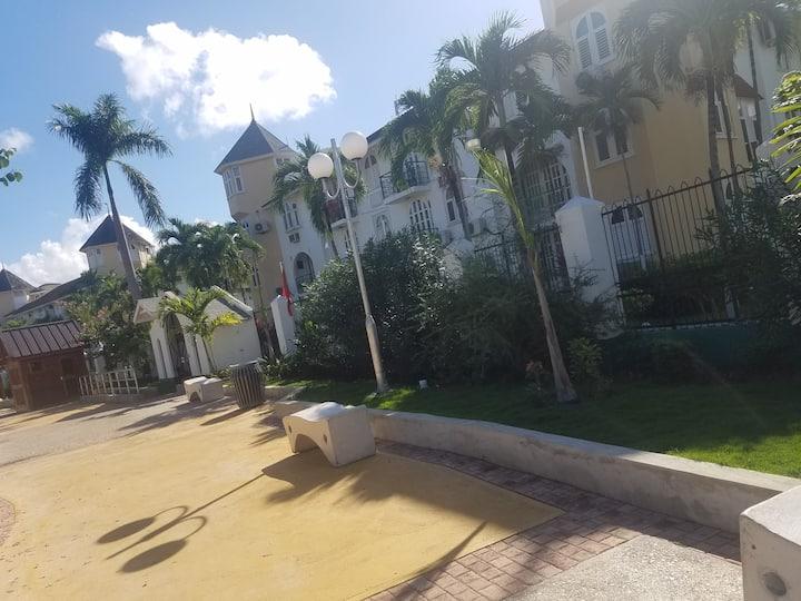 ROSI Ocean Sands Hotel Apt (@ Sandcastle Resort)