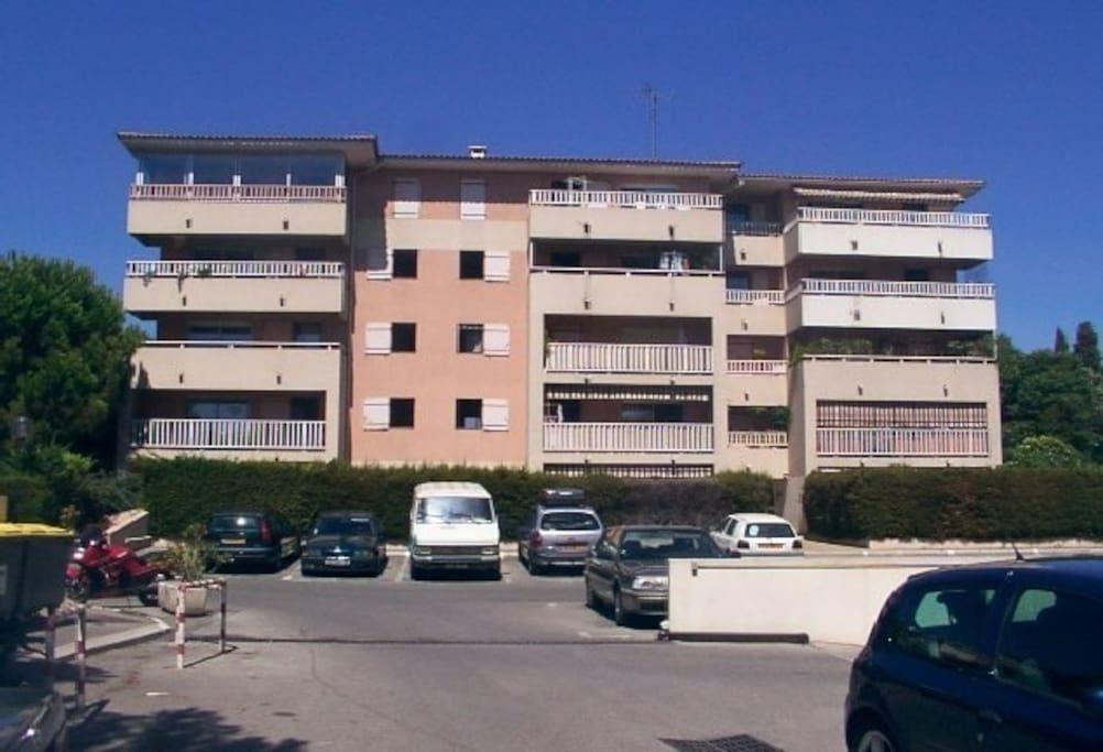 Vue du bâtiment C (appartement au 3 ieme étage à l extrême droite)