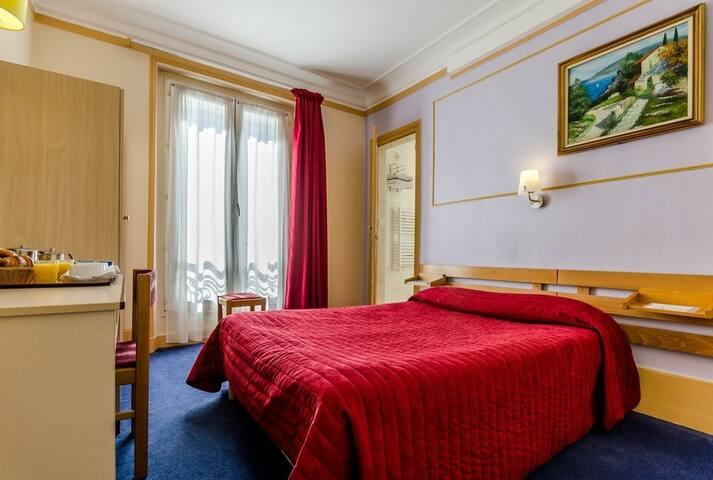 Classic Double Bedroom for 2 persons - Montmartre