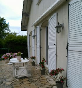 15 mn CAEN A84 chambre double - Noyers-Bocage - 獨棟