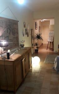 Chambre dans maison, 8 min de St Leonard - Saint-Léonard-de-Noblat - 独立屋