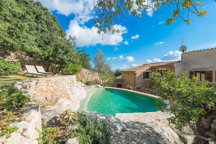 ES RACO DE BINIBONA - Spectacular villa with private pool at the foot of the mountains.