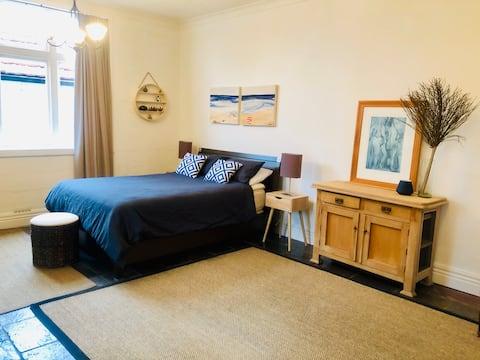Spacious stylish garden apartment