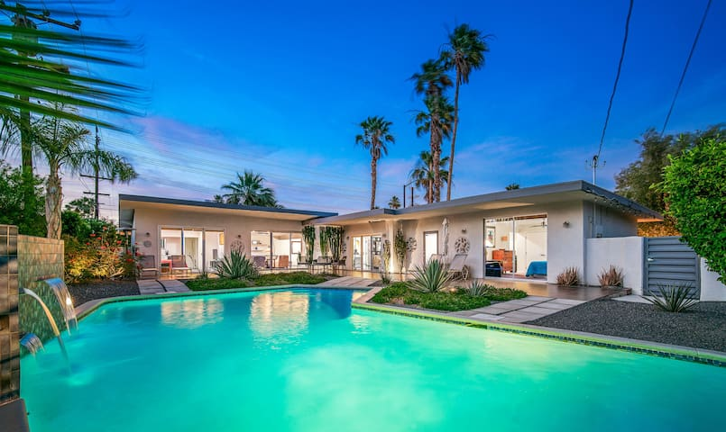 Private Mid Century Room in Central Palm Springs