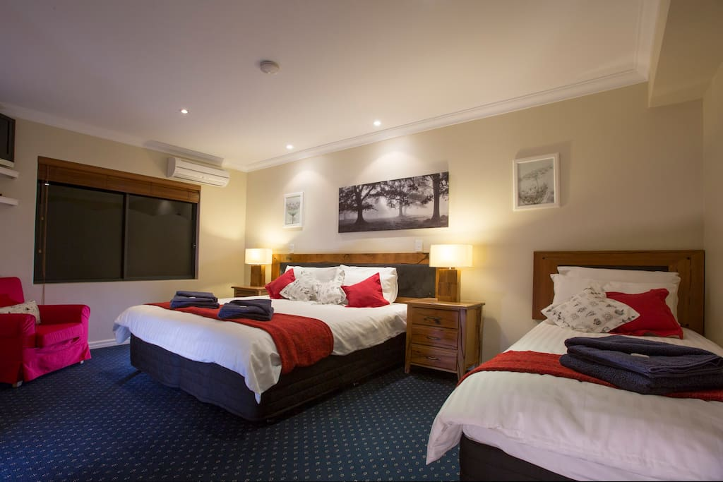 Lodge King room with en-suite walk in robe and single King bed. This can be set for 3 single King beds.