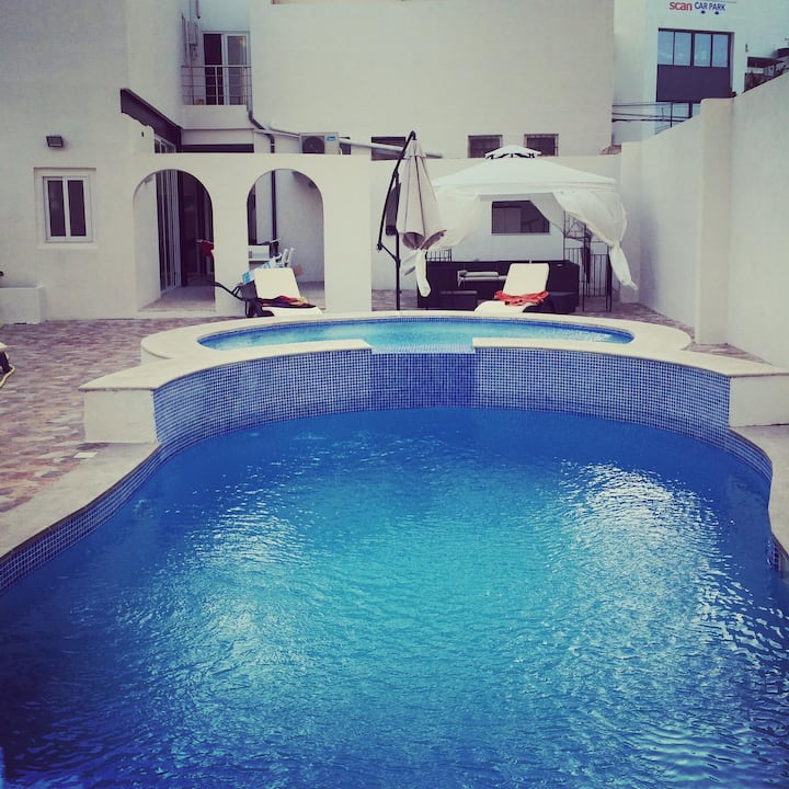 Kings Landing a spacious house with pool & jacuzzi