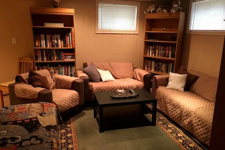 Cozy, clean private suite near downtown