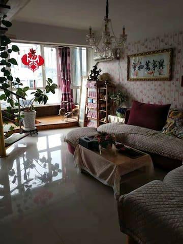 绿云嘉园 一室一厅带露天阳台近鸭绿江断桥