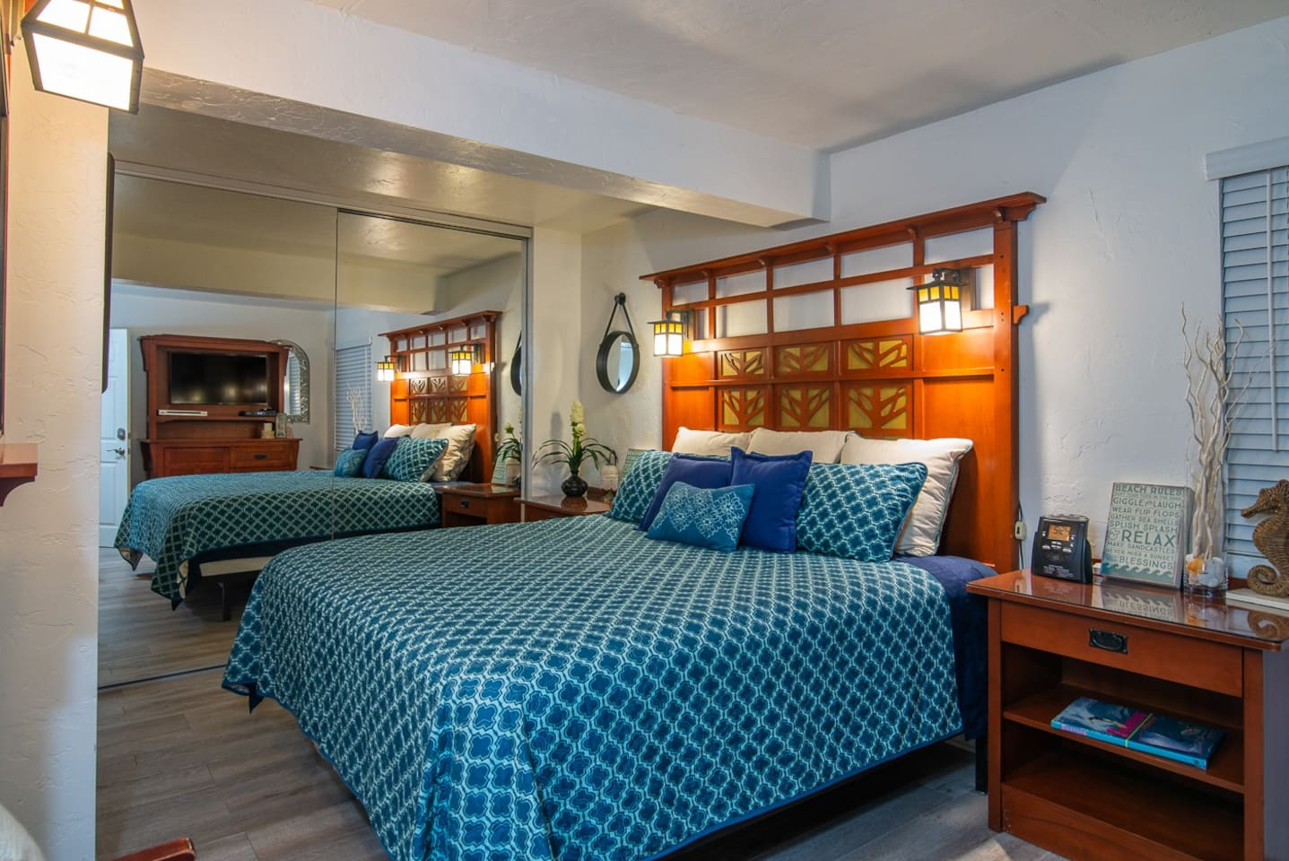 Master bedroom with King size bed (sleeps 2)