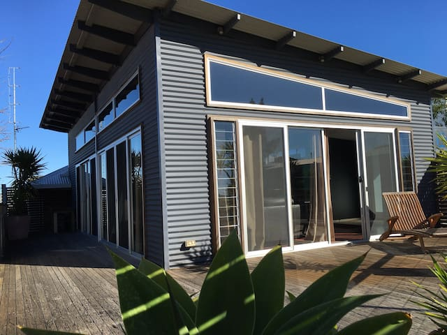 BEST LOCATION in town WALK anywhere - Port Lincoln - Casa