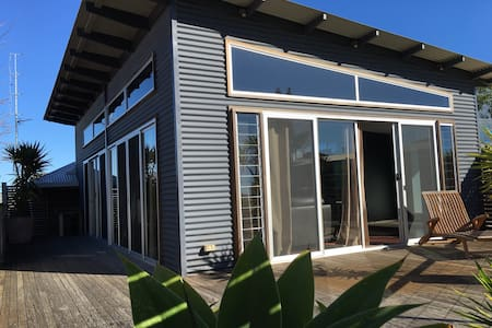 BEST LOCATION in town WALK anywhere - Port Lincoln - House